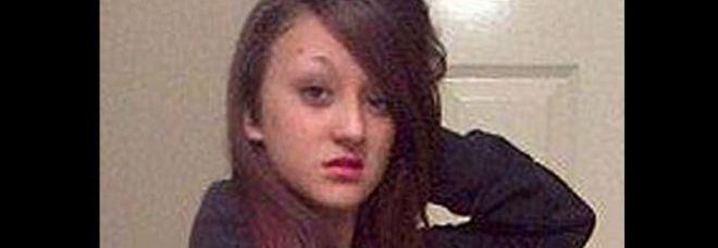 Viene lasciata da un ragazzo più grande che aveva scoperto la sua vera età: 14enne si impicca